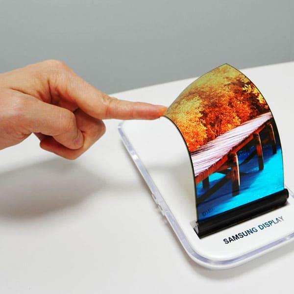 OLED дисплей для смартфона
